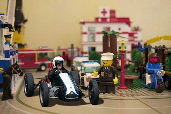 zabawka dla małego fana wyścigów samochodowych